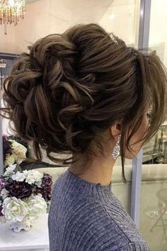 Featured Hairstyle: Elstile www.elstile.ru; Wedding hairstyle idea.