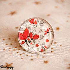 Bague cabochon motif fleur rouge : Bague par soo-happy