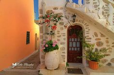 Still wondering where it is. Greece Tourism, Greece Travel, Door Knockers, Door Knobs, Mykonos, Greece Fashion, Greek House, Chios, North Africa