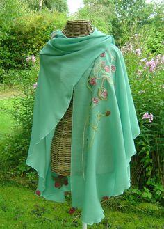 Capes & Ponchos - Stola Rosen - Cape Umhang - ein Designerstück von hofatelier-mode bei DaWanda