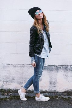 Spring outfit with leather jacket, light jeans a beanie and some white sneakers LOVE find more women fashion ideas on www.misspool.com: