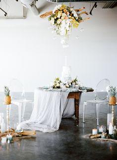 Island-inspired sweetheart table | Carrie King Photographer & Sunflower Creative | see more on: http://burnettsboards.com/2015/03/time-celebrate-burnetts-boards-turns-3/