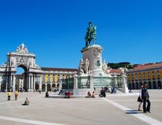 Square, Lisbon ~ Great article on the top 10 Main Squares in Lisbon. Portugal Tourism, Portugal Travel, Lisbon Portugal, Lisbon Sights, Lisbon Guide, Places To Travel, Places To Go, Tourist Information, Cheap Hotels