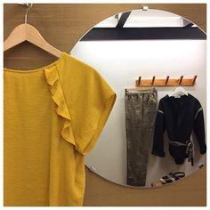 Avec un top jaune... pant @masscob_lacoruna .  Sabots Helena @swedishhasbeens .  Top Malcom et veste L
