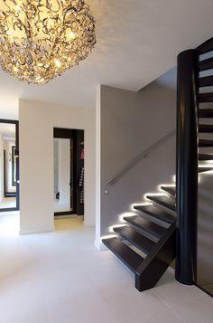 keesmarcelis.nl. de verlichting die hij gebruikt bij woonhuis Arnhem is trouwens ook prachtig: spotjes onderaan muren en indirect via koof