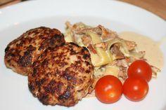 Köttfärsbiffar och hyvlad zucchini i gräddig svampsås – LCHF-middag - Alla goda ting