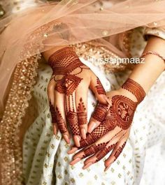 94 Easy Mehndi Designs For Your Gorgeous Henna Look Henna Hand Designs, Mehandi Designs, Mehndi Designs Finger, Unique Mehndi Designs, Wedding Mehndi Designs, Beautiful Mehndi Design, Henna Tattoo Designs, Henna Tattoos, Unique Henna