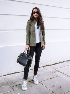 Military Fashion Trend Report - Yeah, We Would Wear It - Just The Design Johanna Olsson wears a classic military style khaki jacket worn with black jeans and metallic print Military Jacket Outfits, Utility Jacket Outfit, Khaki Jacket, Military Style Jackets, Army Green Jacket Outfit, Olive Jacket Outfit, Olive Green Outfit, Green Dress, Mode Outfits