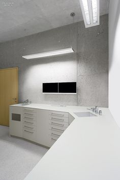 Image 3 of 24 from gallery of Residential and Dental Practice Immler / ARSP. Photograph by Zooey Braun Clinic Interior Design, Clinic Design, Interior Design Magazine, Dental Office Design, Medical Design, Dental Office Decor, Dental Offices, Dental Cabinet, Mix Use Building