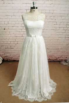 Elegant Vintage Style Lace Wedding Dress with French Lace   EE3002