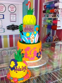 A pineapple-shaped smash cake would be super cute