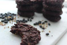 Diese oberleckeren Schoko-Cookies aus schwarzen Bohnen sind glutenfrei, vegan und zuckerfrei und man schmeckt die Bohnen überhaupt nicht raus!