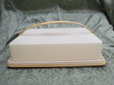 Tupperware Rectangular Cake Carrier with Cariolier Harvest Gold Vintage