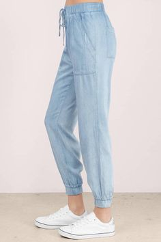 Drawstring Pants Outfit, Denim Shop, Boyfriend Tee, Blue Pants, High Waist Jeans, Distressed Jeans, Chambray, Cool Girl, Joggers