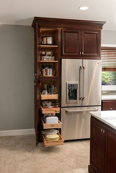 In addition to the bedroom, the kitchen becomes the next important room in every home. Here are tips on how to Small Kitchen Cabinet Organization Diy Kitchen Cabinets, Kitchen Cabinet Organization, Kitchen Redo, New Kitchen, Kitchen Storage, Organization Ideas, Tall Cabinets, Cherry Cabinets, Cabinet Ideas