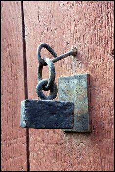 Very primitive door knocker - Arreau, Pirineo Central, frança catherine blanchefleur forged