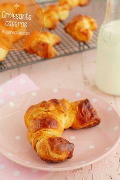 Receta de croissants caseros, ideales para una fiesta infantil o una merienda. Croissants caseros, receta paso a paso.