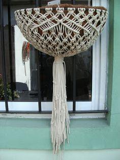 Macetas de coco - Sostenes y decorados de macramé
