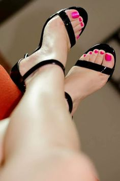Watch for free my hand picked foot fetish videos :) you will like it Beautiful High Heels, Gorgeous Feet, Cute Toes, Pretty Toes, Hot Heels, Sexy High Heels, Sexy Zehen, Pink Toes, Foot Toe