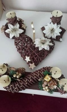 Fun Crafts, Diy And Crafts, Arts And Crafts, Christmas Wreaths, Christmas Crafts, Christmas Decorations, Crafty Projects, Diy Projects To Try, Newspaper Crafts