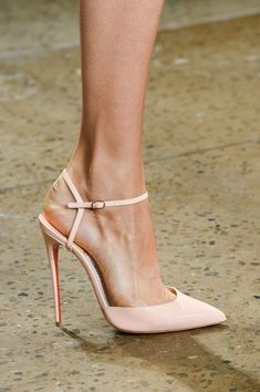 Cushnie et Ochs at New York Fashion Week Spring 2016 - Source by shoes pumps Prom Shoes, Women's Shoes, Me Too Shoes, Shoe Boots, Shoes Style, Ankle Boots, Dress Shoes, Pretty Shoes, Beautiful Shoes