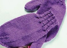 Create these feminine mittens for beginners in this free guide.