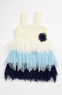 when i'm older, my little girl/s will have lots of tutu dresses. tutus never go out of style.