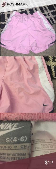 Nike running shorts Reposhed, great condition (worn once). Has pockets, mid-thigh length Nike Shorts