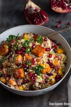This Roasted Butternut Squash Quinoa Salad makes a great Thanksgiving side dish or healthy lunch option. This dish is naturally gluten-free and vegetarian. (leave off cheese & voila - vegan. Quinoa Salat, Quinoa Fruit Salad, Bulgur Salad, Quinoa Rice, Pumpkin Quinoa Salad, Fried Quinoa, Protein Salad, Fruit Food, Vegan Recipes