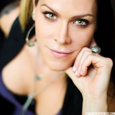 Just discovered Beth Hart after watching the 2012 Kennedy Center Honors where she sang to honor Buddy Guy. Now obsessed... phenomenally talented.