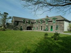 6 bedroom home in Caherdaniel to rent from £984 pw. With sauna, balcony/terrace, log fire, TV and DVD.