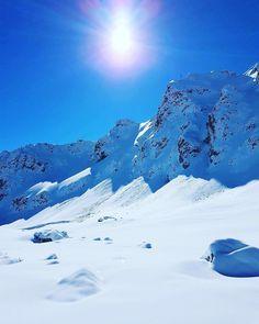 """502 mentions J'aime, 6 commentaires - Courchevel - Station de ski (@courchevel_officiel) sur Instagram: """"❄️☀️❄️ #rocherdelaloze #winterishere #courchevel #cvlmoment #letscourvheveltogether #3vallees…"""""""