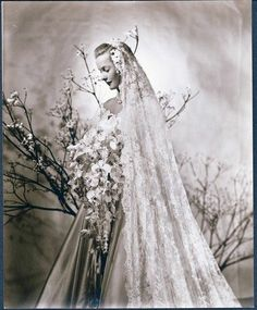 Vintage Wedding Elegant Attire of a Cereal Heiress - An exhibit shows off wedding dresses and other riches of the Marjorie Merriweather Post family. Vintage Wedding Photos, Vintage Bridal, Vintage Weddings, Wedding Veils, Wedding Bride, Wedding Dresses, Post Wedding, Budget Wedding, Photo Souvenir