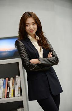 Park Shin Hye on Pinocchio Press conference Park Shin Hye, Work Fashion, Fashion Models, Fashion Outfits, Korean Celebrities, Celebs, Asian Woman, Asian Girl, Gwangju