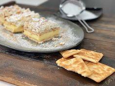 Το καλύτερο μιλφέιγ θα το βρεις σε αυτή την συνταγή και θα το φτιάξεις μέσα σε 10 λεπτά, θα πετύχεις την πιο αφράτη και γευστική κρέμα που θα σου θυμίσει το κλασικό μιλφέιγ της γιαγιάς με τον πιο εύκολο και γρήγορο τρόπο! Greek Desserts, No Bake Desserts, Dessert Recipes, Camembert Cheese, Pie, Cooking Recipes, Sweets, Baking, Food