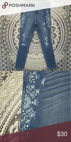 High rise hollister skinny jeans! High rise hollister skinny jeans. Have really cute designs down the side, brand new. Will bundle  (: Hollister Jeans Skinny