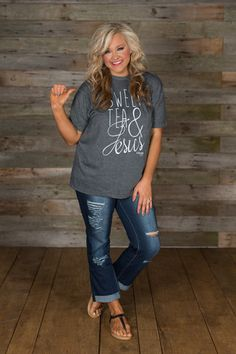 **RESTOCK** Sweet Tea & Jesus Tee - two of our favorite things! Basic tee styling with a crew neckline and short sleeves. The gray heathered fabric is lightweight with white graphics and a remarkable Fat Girl Outfits, Stylish Outfits, Cute Fashion, Fashion Outfits, Fasion, Spring Fashion, Date Night Outfit Curvy, Capri Outfits, Casual Chic Style