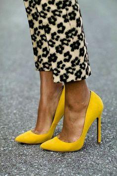 escarpins couleur jaune moutarde, pantalon moelleux