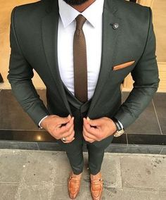 Check out this perfectly tailored custom olive green suit. An amazing combination when paired with brown men's loafers and a white shirt! Have your very own suit custom made from Giorgenti New York! Costume Vert, Mode Costume, Mens Fashion Suits, Mens Suits, Fashion Fashion, Fashion Guide, Fashion Outlet, Fashion For Men, Formal Fashion