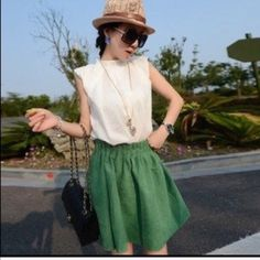 Green skirt Pretty to match with white top or shirt. Elastic band Skirts Midi