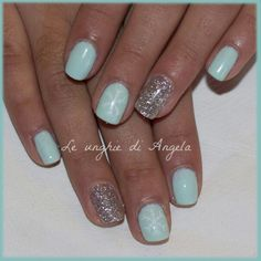 Tiffany gelpolish with big snowflakes
