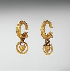Gold earrings with vase shaped pendants 6.4cm in diameter (21/2 inch,) Etruscan, Classical Period, 4th - 3rd century BC. Found in Italy Source: Metropolitan Museum