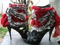shoe accessoires, spats, shoe cuffs,alice in wonderland,stripes, steampunk cuff, burlesque, victorian,dance, performance,noire,roses,women