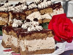Reteta Prajitura cu alune si cafea din Carte de bucate, Dulciuri. Cum sa faci Prajitura cu alune si cafea Romanian Desserts, Pastry Cake, Tiramisu, Biscuits, Caramel, Food And Drink, Sweets, Ethnic Recipes, Postres