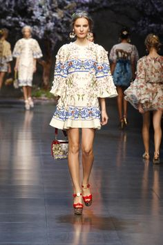 Dolce & Gabbana Woman Catwalk Photo Gallery – Fashion Show Summer 2014 Runway Fashion, High Fashion, Fashion Show, Womens Fashion, Fashion Design, Dolce & Gabbana, Issey Miyake, Exclusive Clothing, Couture Collection