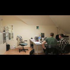 Takto sme začínali v 04/2017 😊 po robote, po večeroch v požičanej kancelárii sme pre Vás pripravovali prvé návrhy PatentArtu 😊  prvý mesiac 7 objednávok v novembri 2018 už 181 😊 ❤❤ ĎAKUJEME ❤❤ #cojetospanok #odveceradorana #nonstop #navrhynamieru #redbull #kava #kofein #zatial #zijeme Office Desk, Corner Desk, Furniture, Home Decor, Homemade Home Decor, Desk Office, Desk, Corner Table, Home Furnishings