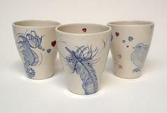 Cerâmica pintada à mão e cheia de significado da americana Diana Fayt #clay #ceramica #vaso { post by www.mariarossetti.com.br }