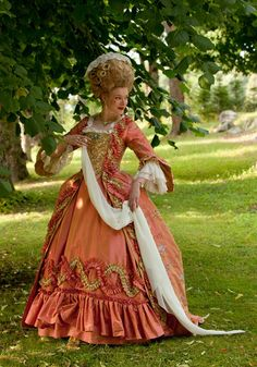 I usually don't post recreations, but this is gorgeous! I love the ruffled trim. 18th Century Dress, 18th Century Costume, 18th Century Fashion, Period Costumes, Movie Costumes, Historical Costume, Historical Clothing, 1700s Dresses, Drag Clothing