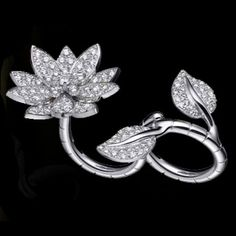 VCA Lotus Ring  Look how elegantly this ring twines around two fingers. I bet it looks stunning om, but it does so too off!