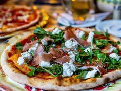 Parmankinkku-rucolapizza | Rosa Viini & Ruoka Vegetable Pizza, Vegetables, Food, Italia, Essen, Vegetable Recipes, Meals, Yemek, Veggies